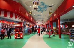 ハムリーズ 横浜ワールドポーターズ店が驚異の広さ!1日遊べるおもちゃのパーク徹底レポ