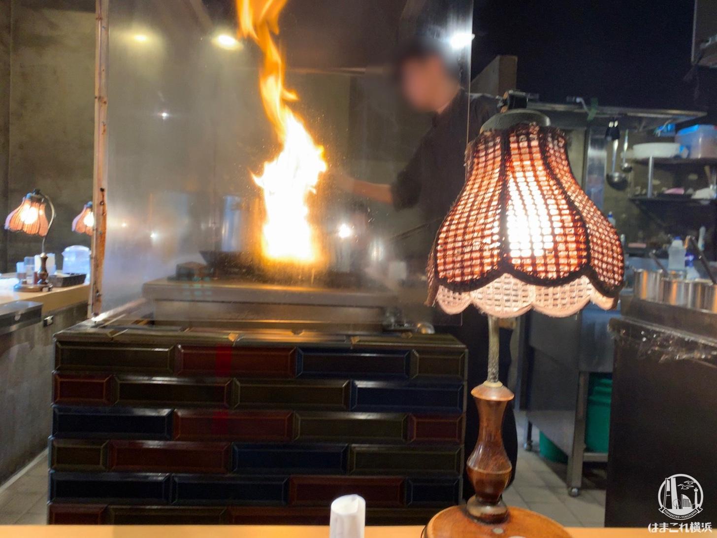 アルペンジロー 本店 お肉を焼く鉄板