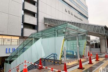 横浜駅東口 中央通路と東口駅前広場を繋ぐ新設エスカレーターの姿がお披露目