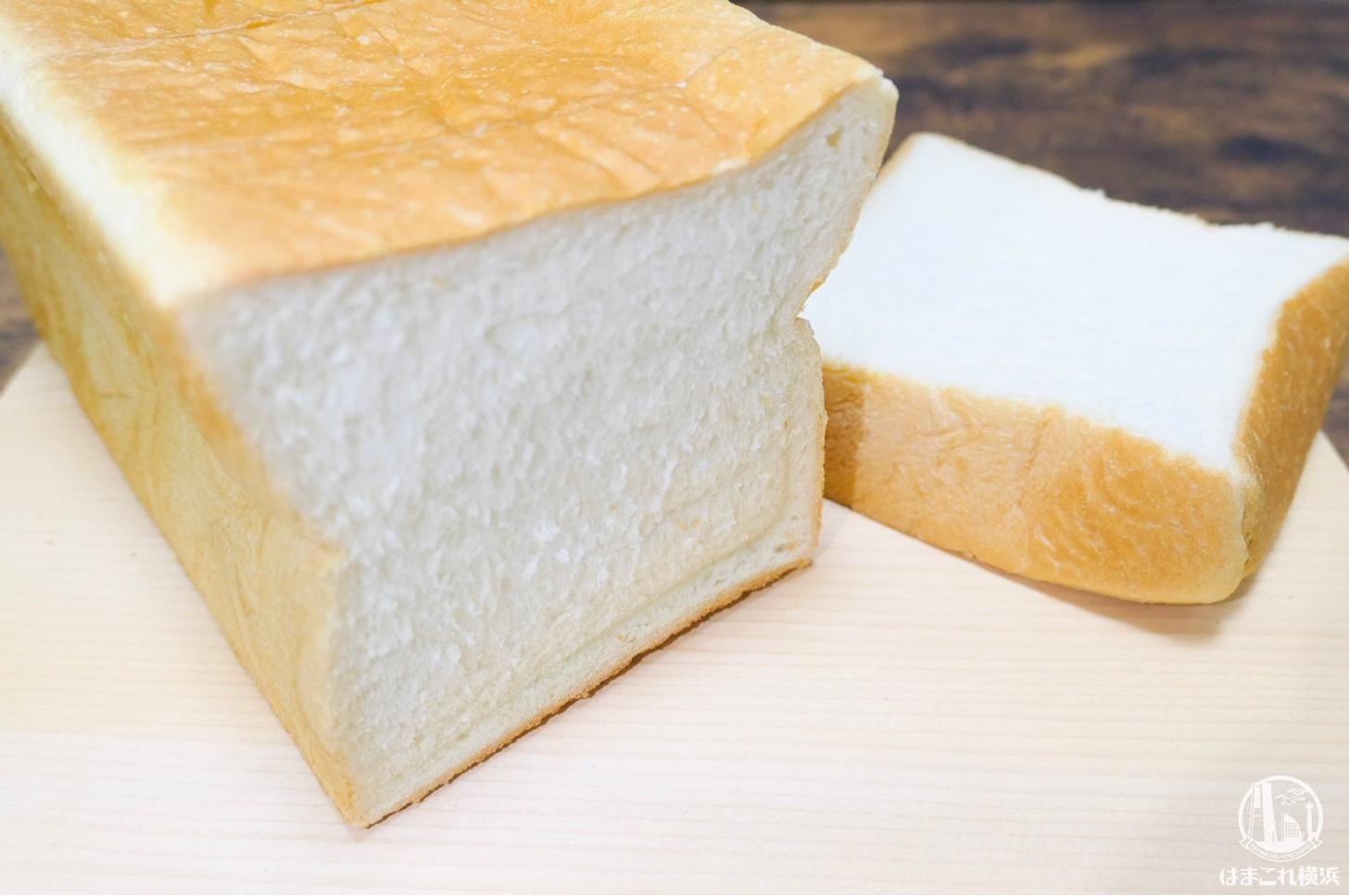 極上 上大岡生食パン ふかふかの生地