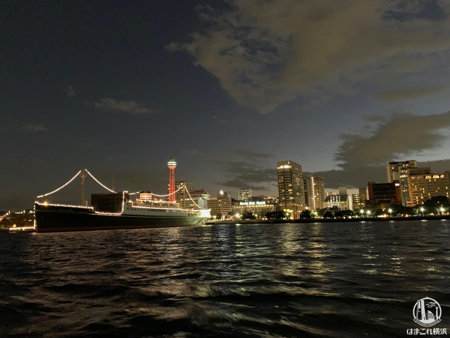 シーバスから見た日本郵船氷川丸と横浜マリンタワー