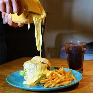 横浜駅 チーズバーガー専門店「ダイゴミ バーガー」のメニュー決定!アソビル1階