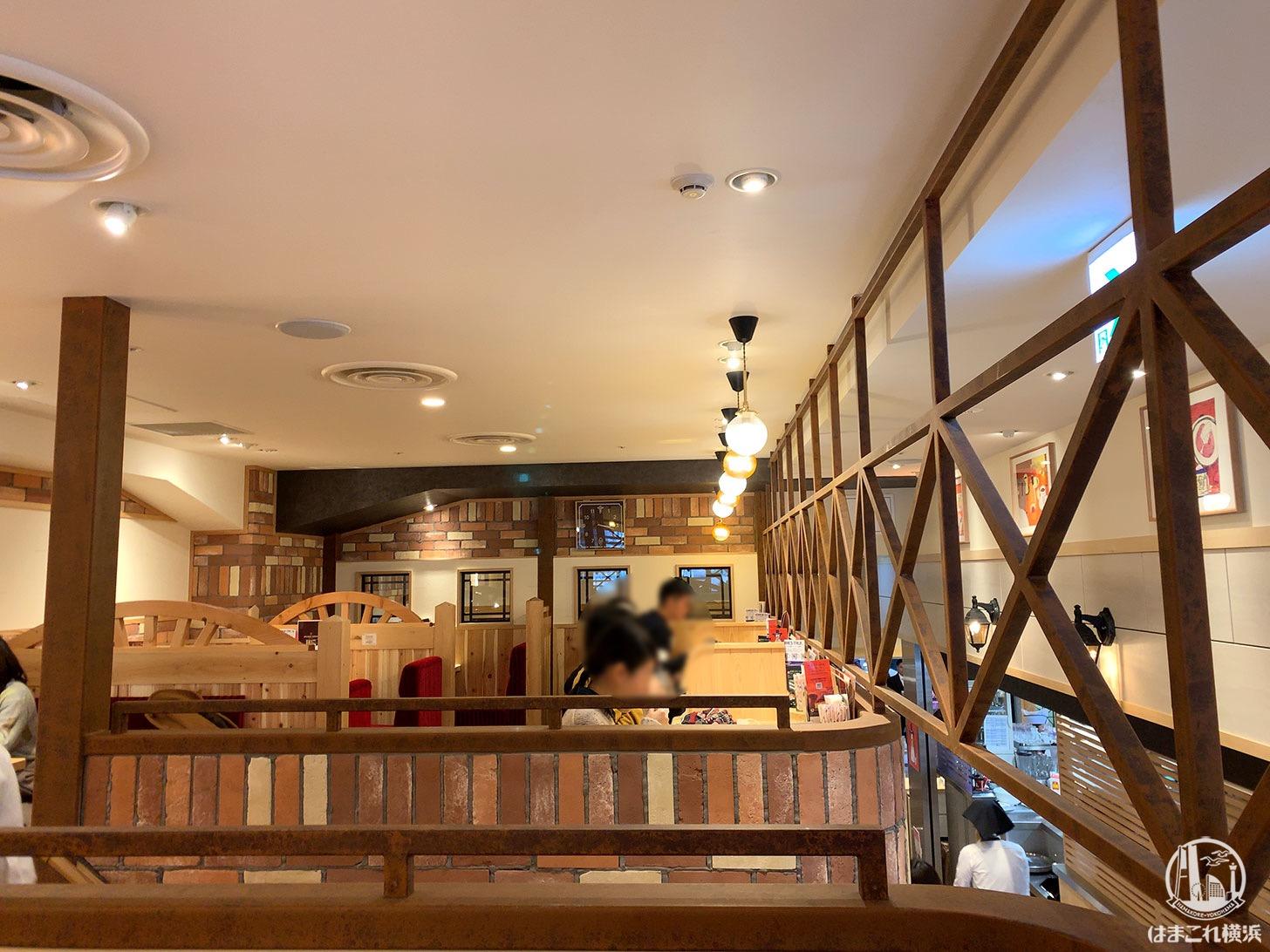 コメダ珈琲 横浜ランドマークプラザ店 2階
