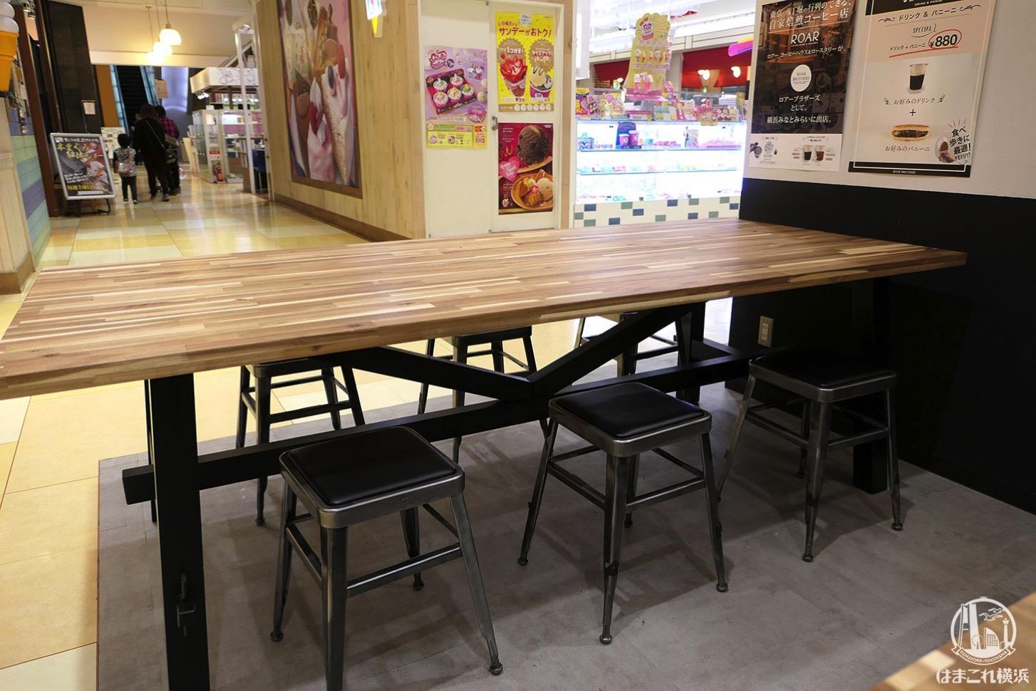 ロアーブラザーズ テーブル席