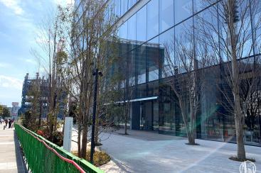 エスパークカフェに看板やテーブル・椅子など、横浜みなとみらいの資生堂研究所1階