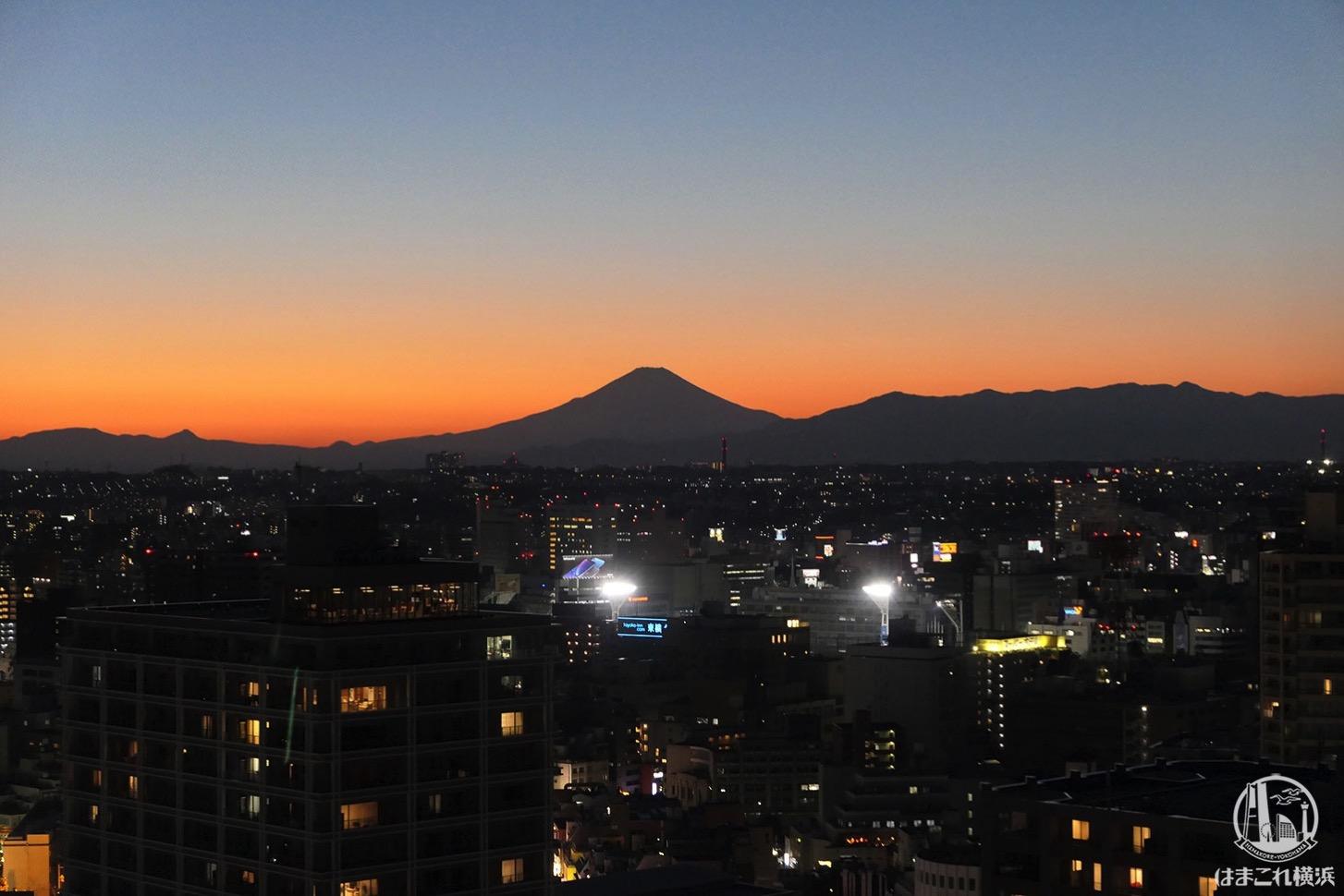 横浜マリンタワーから見た富士山