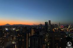 横浜マリンタワー 夕方行くと富士山シルエットとみなとみらいの景色が神々しくおすすめ!