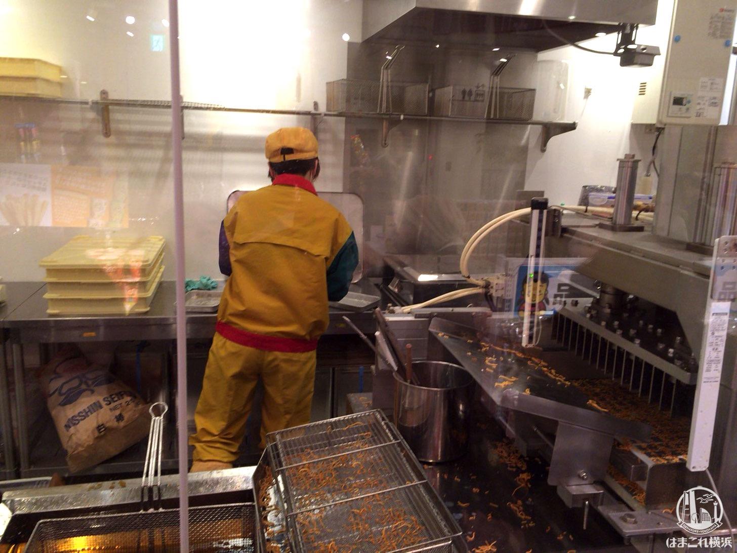麺の蒸し作業