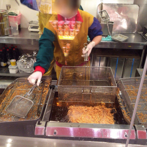 横浜中華街「ベビースターランド」は出来たてベビースターラーメンが食べられる人気スポット