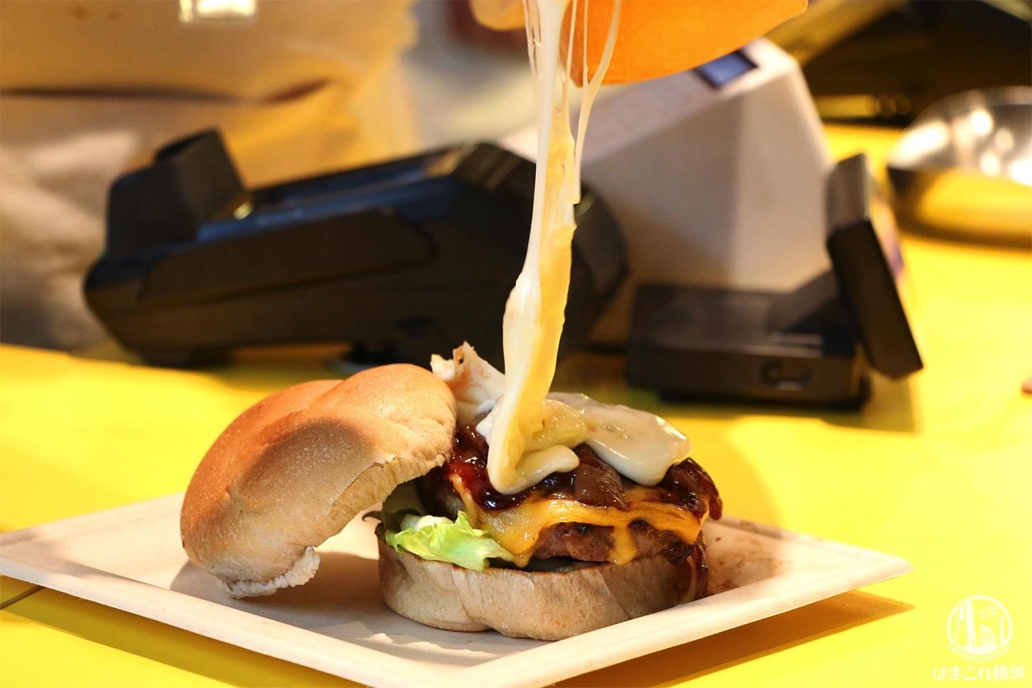 横浜駅 チーズバーガー専門店「ダイゴミバーガー」のラクレットチーズかかるバーガー凄すぎた!