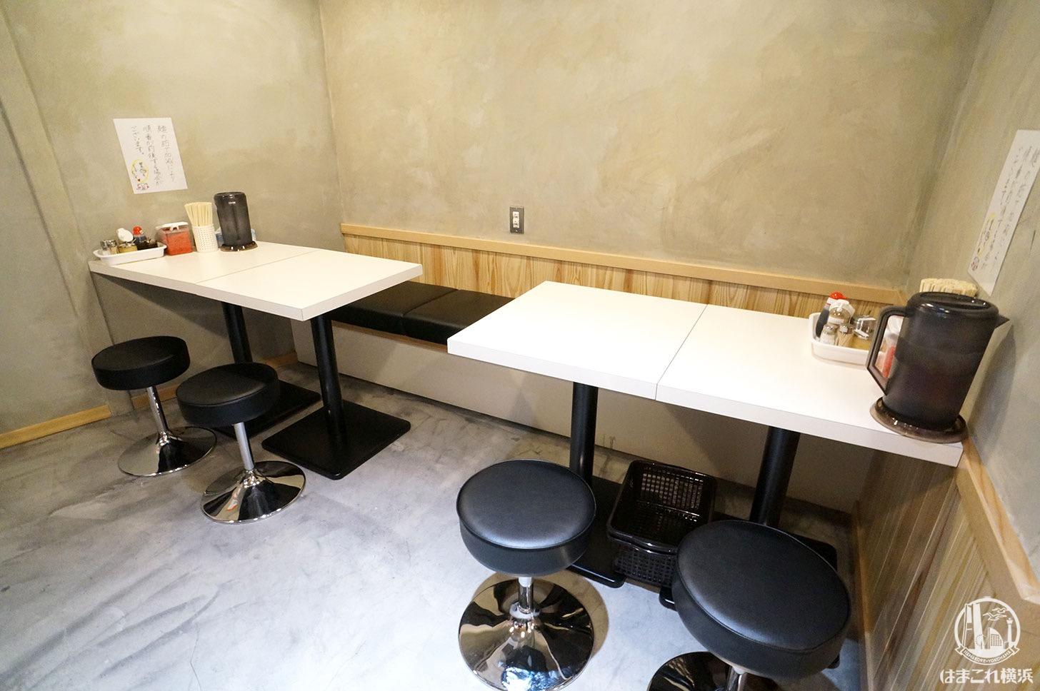 八ちゃんラーメン 新横浜ラーメン博物館 店内のテーブル席