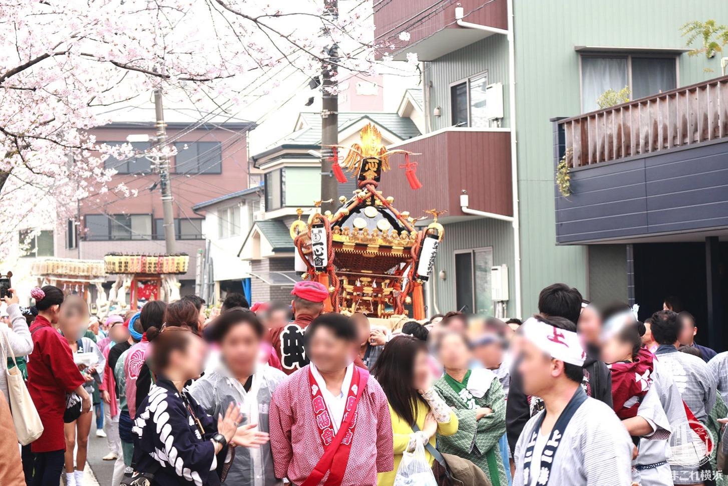 お神輿と大岡川プロムナード