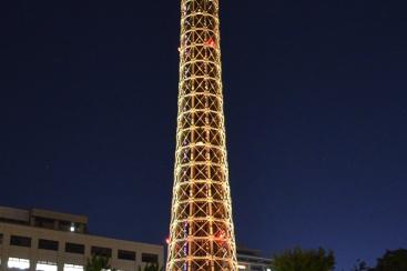 横浜マリンタワーがグレープフルーツカラーに!特別プランも提供