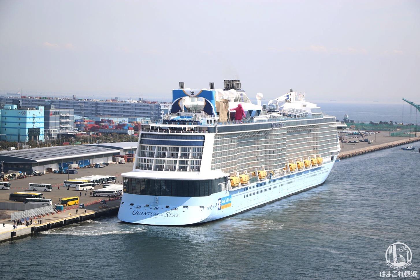 スカイプロムナードから見た客船