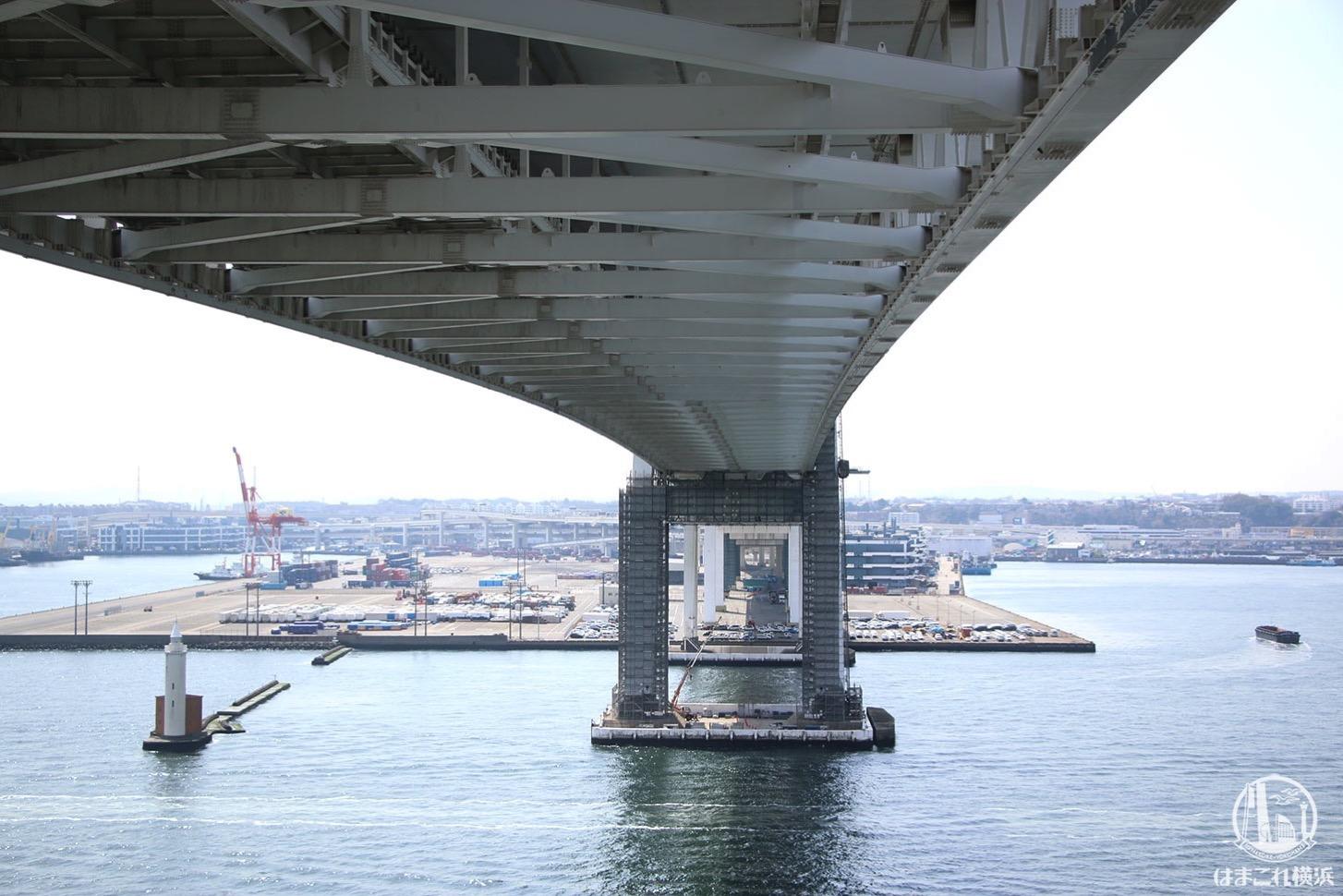 スカイラウンジ 横浜ベイブリッジの橋桁