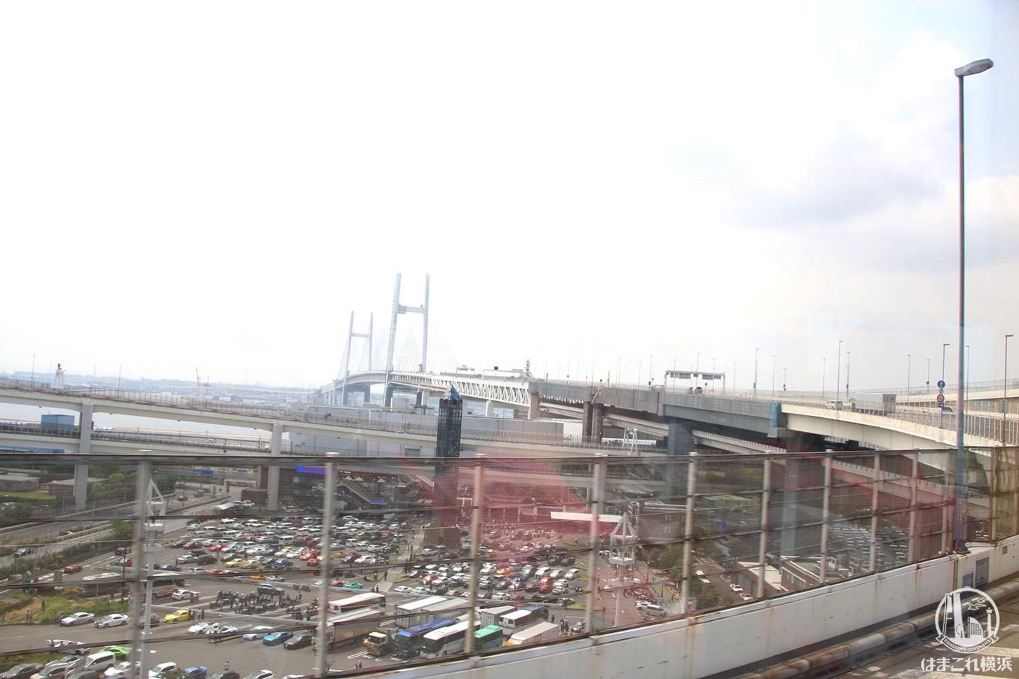 オープントップバスから見た横浜ベイブリッジ