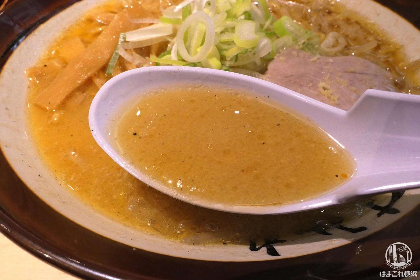すみれ 横浜店 味噌ラーメン スープ
