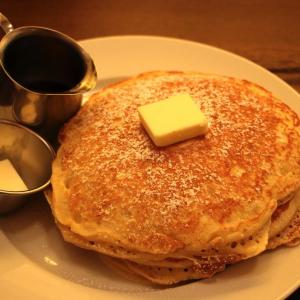 横浜駅「バターミルクチャネル」のバターミルクパンケーキが珍しい新食感!
