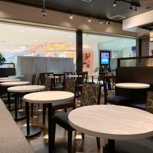 サンマルクカフェ 横浜ワールドポーターズ、電源はないけどパソコン作業向け