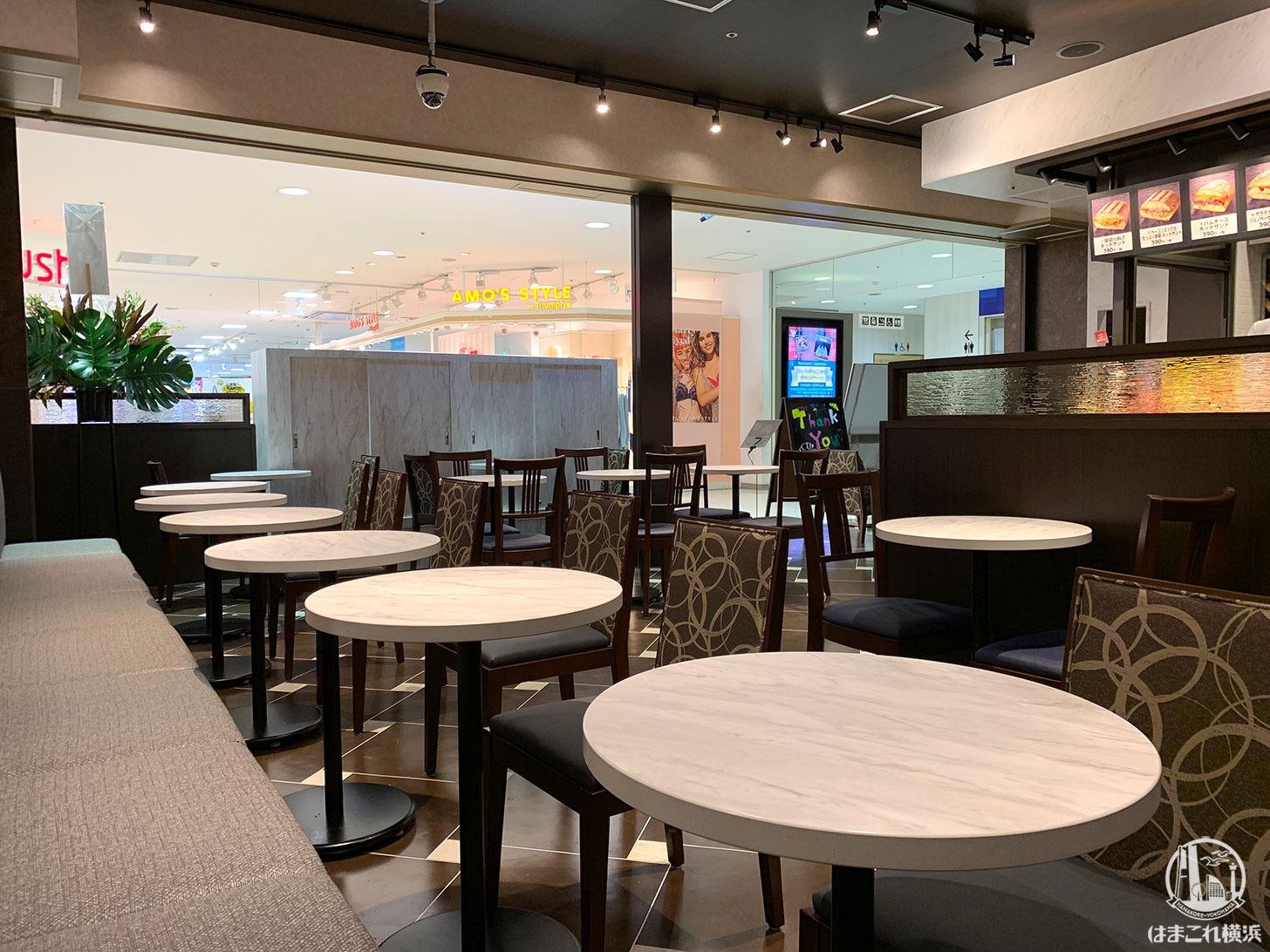 サンマルクカフェ 横浜ワールドポーターズ、電源はないけどパソコン作業向けだった