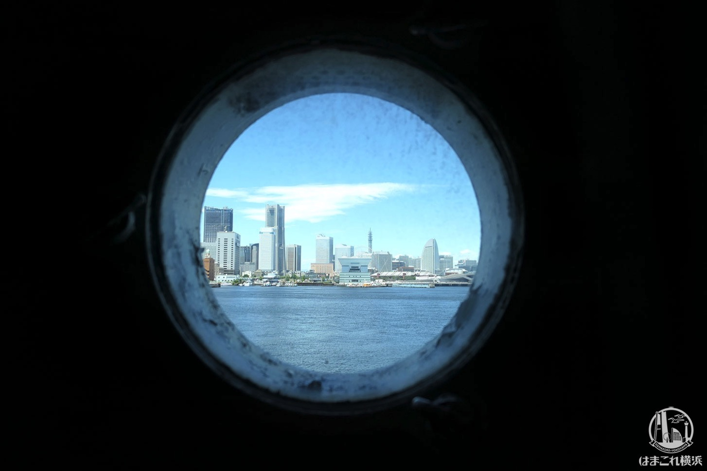 日本郵船氷川丸 船内窓から見たみなとみらい