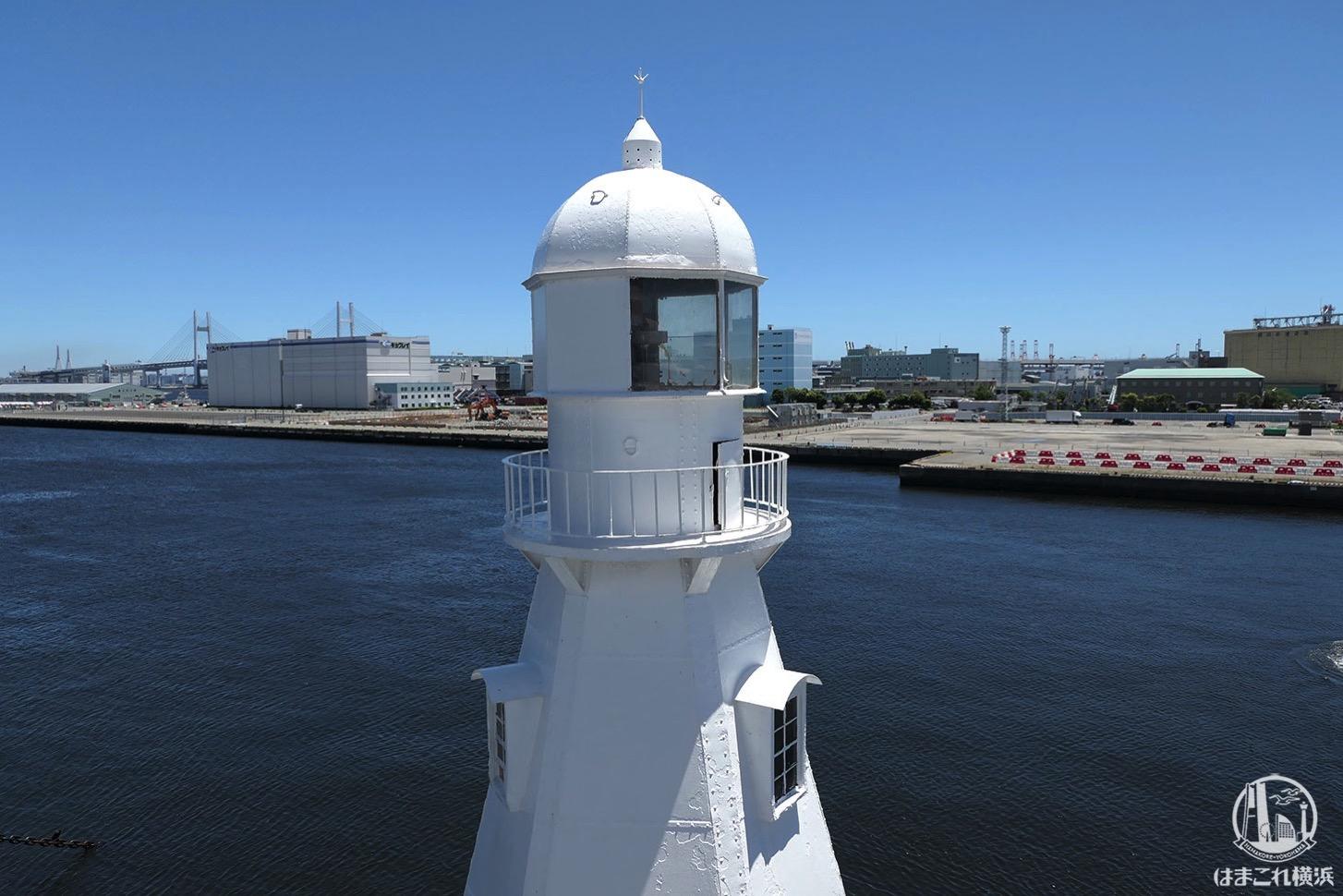 操舵室から見た白灯台