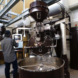 堀口珈琲「横浜ロースタリー」でコーヒー豆焙煎の工場見学!ブレンディング体験なども