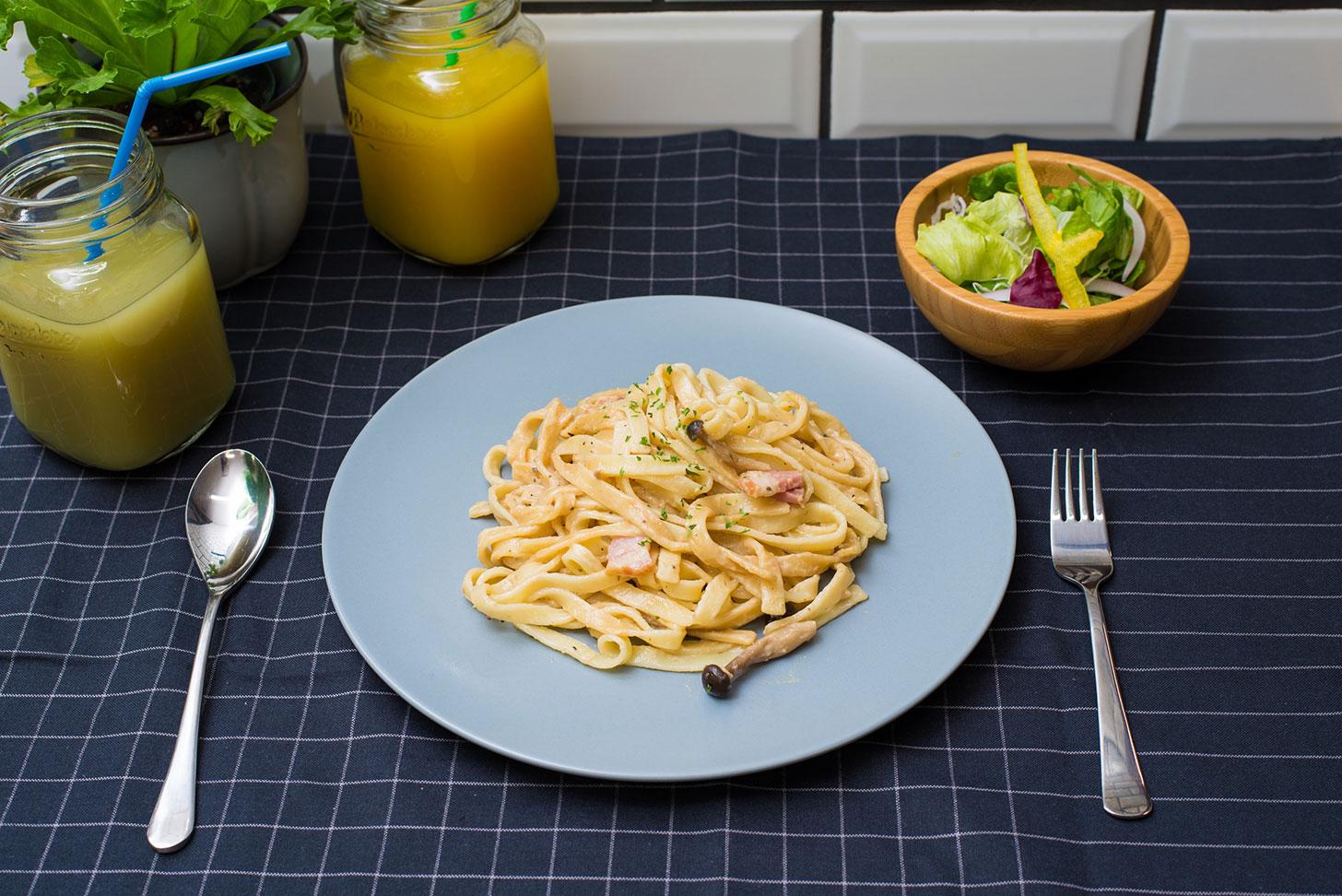 クリーミーボロネーゼパスタ サラダ付き+ドリンク