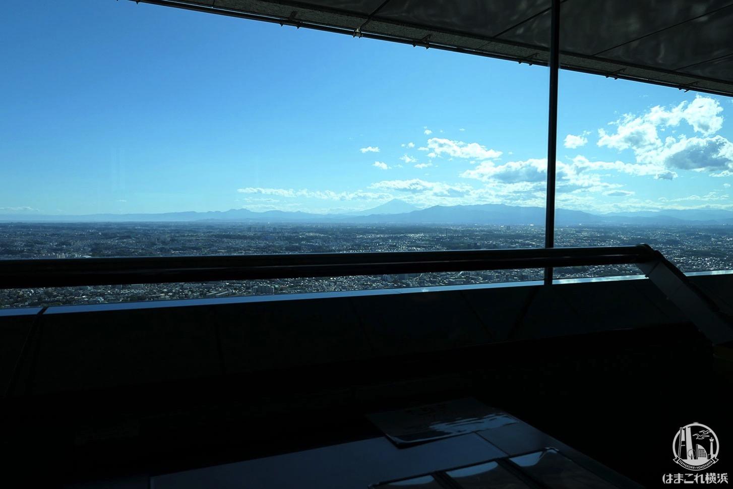 ソファ席から見た富士山