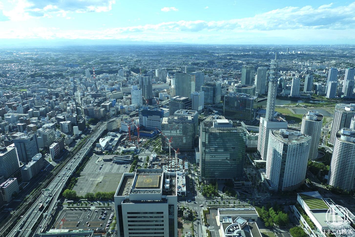 展望フロア「スカイガーデン」から見た横浜駅側