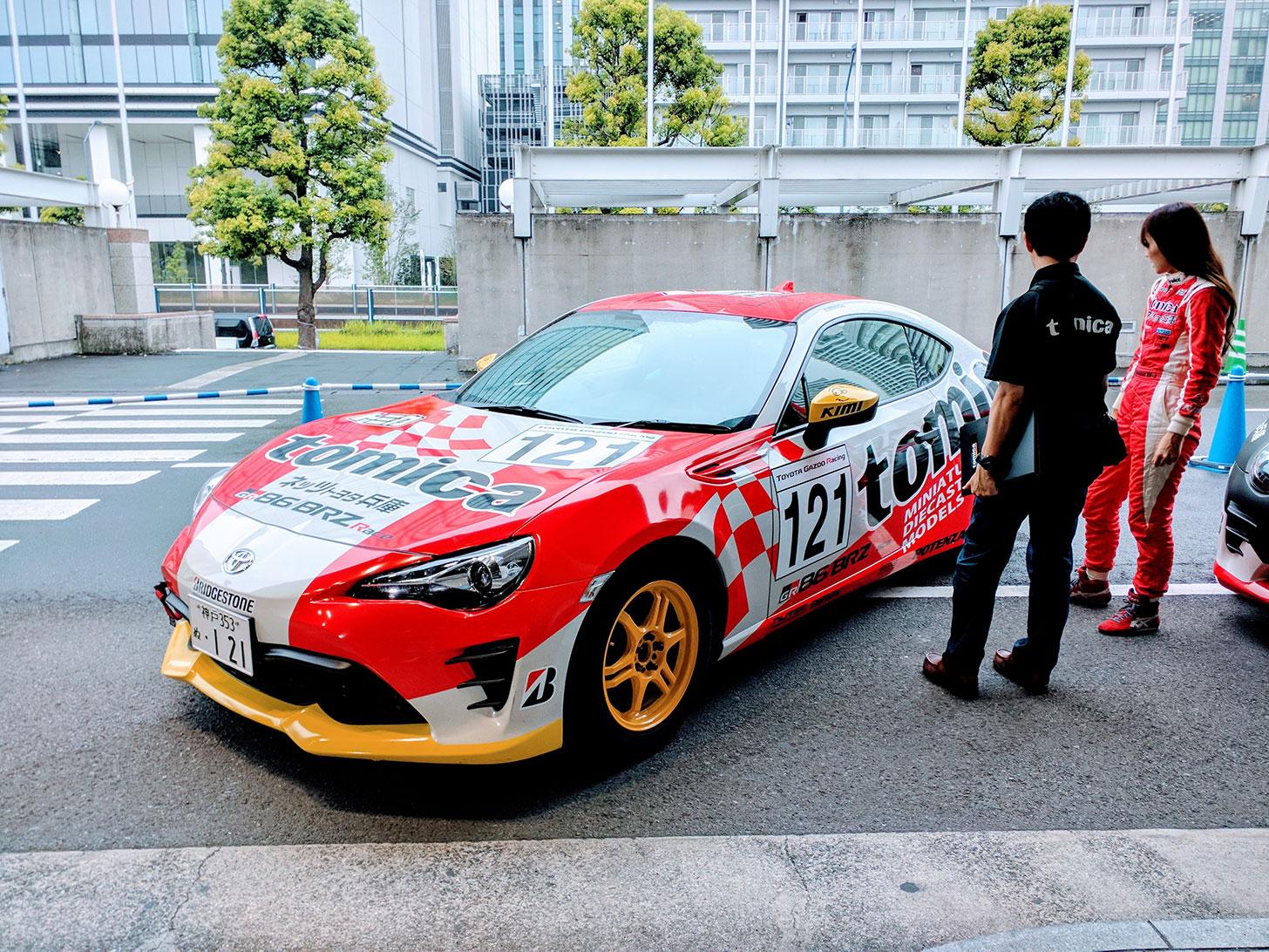 特別ラッピングのレーシングカー