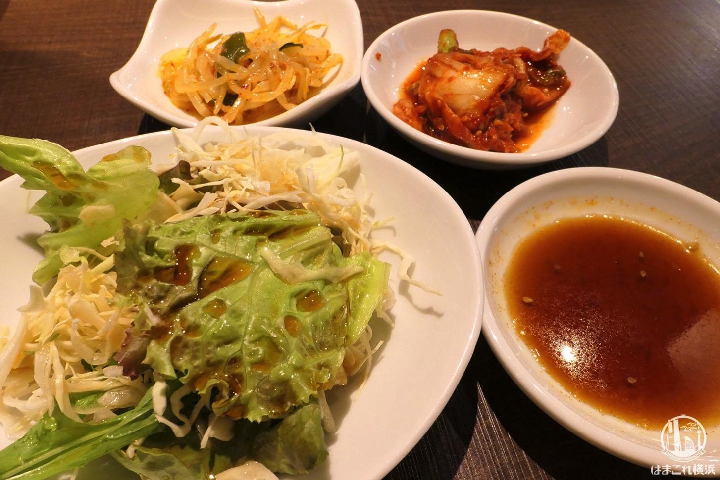 ランチ サラダ、キムチ、ナムル