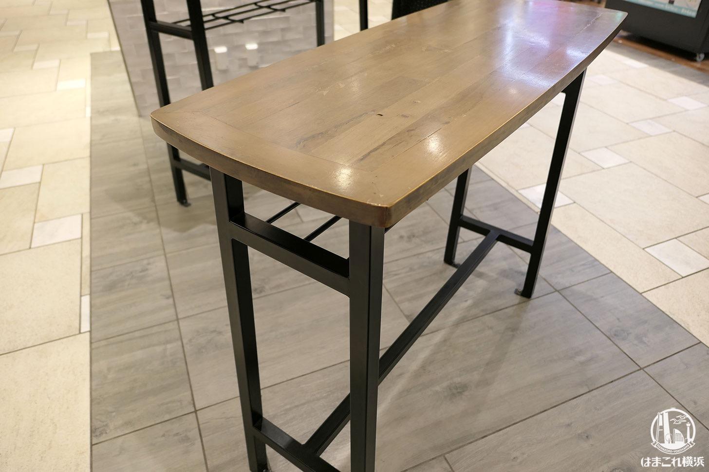 チーズティー専門店「マチマチ」テーブル