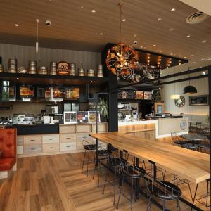横浜・桜木町にモスプレミアムとマザーリーフティースタイルの複合店舗がオープン!
