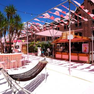 横浜赤レンガ「レッドブリックビーチ」現地レポ!異国情緒漂うリゾート空間とおすすめグルメ