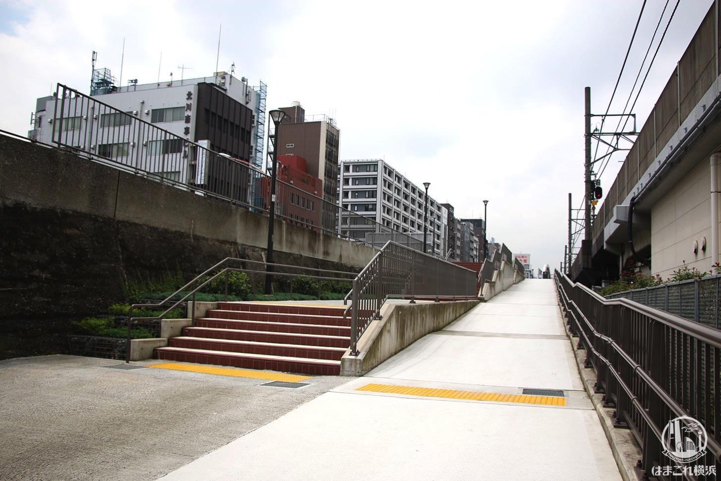 桜木町駅西口広場側 東横線跡地入り口