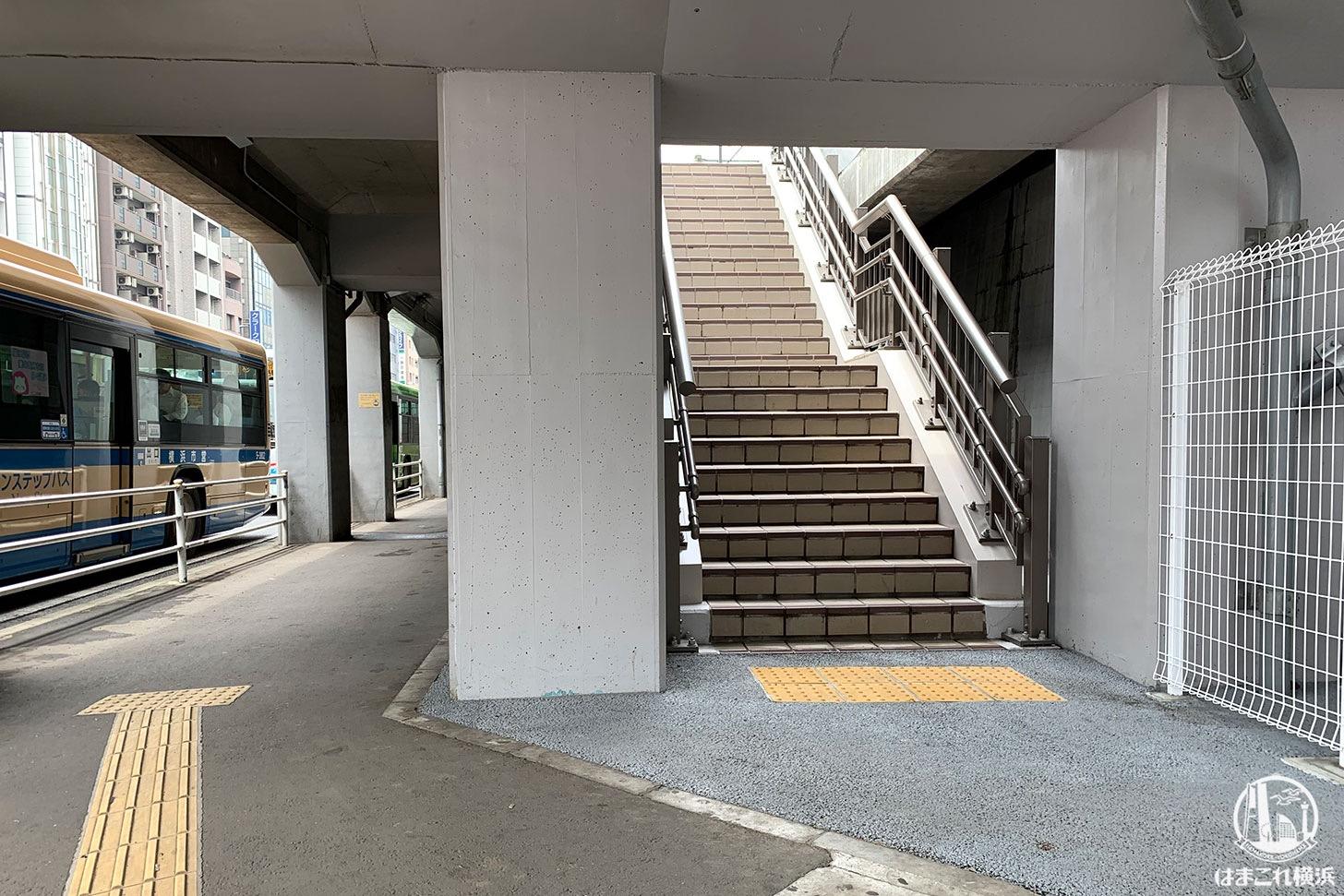 東横線跡地 紅葉坂交差点の出入り口