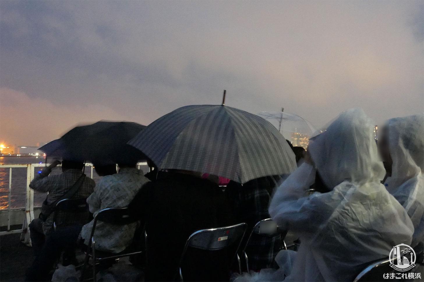 横浜スパークリングトワイライト 大さん橋 ペア席、雨の中