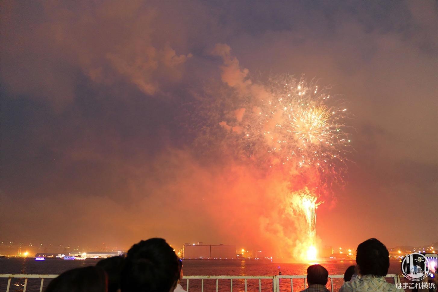 横浜スパークリングトワイライト 大さん橋 ペア席から見た打ち上げ花火