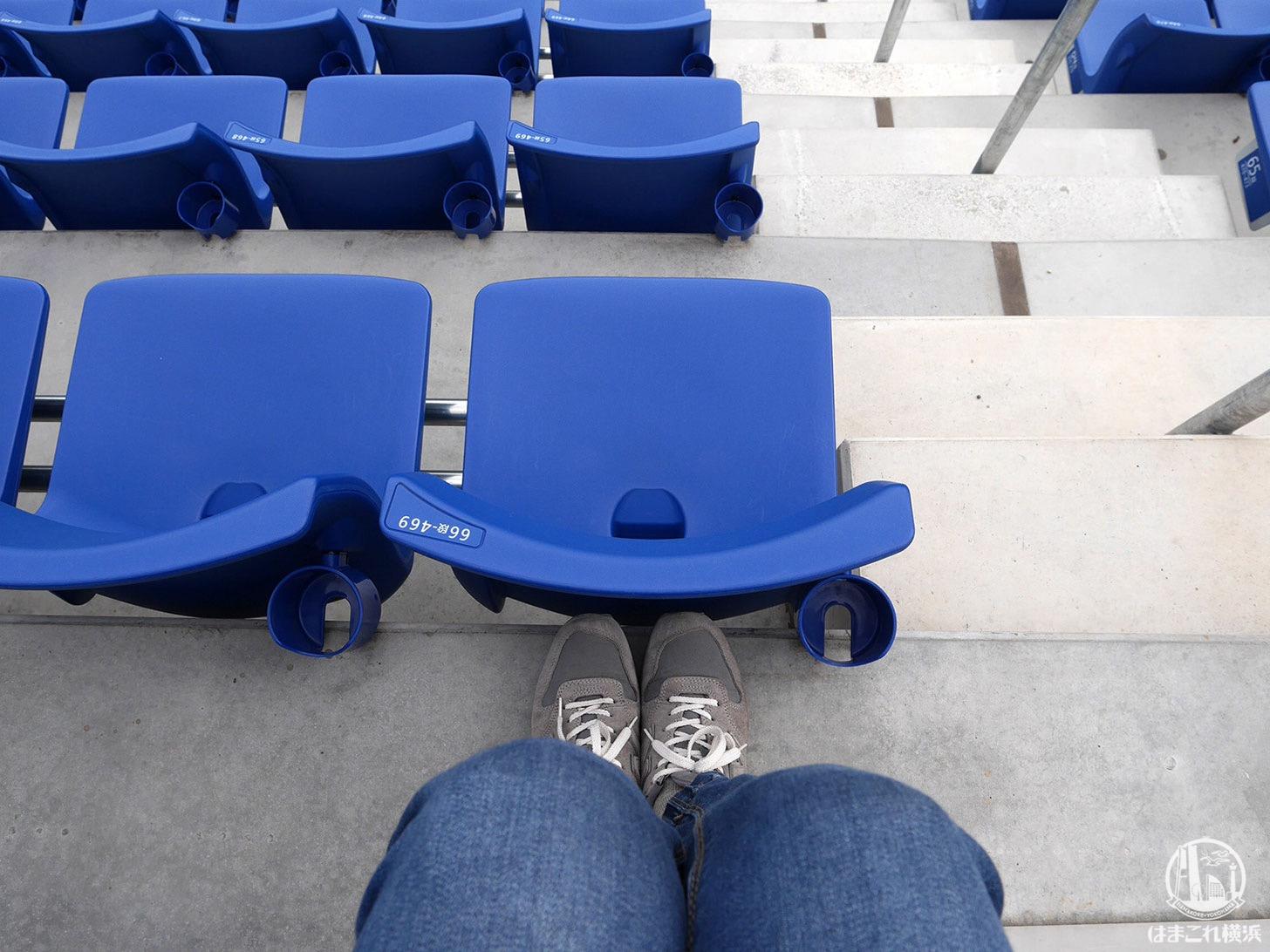 ウィング席の座席間隔