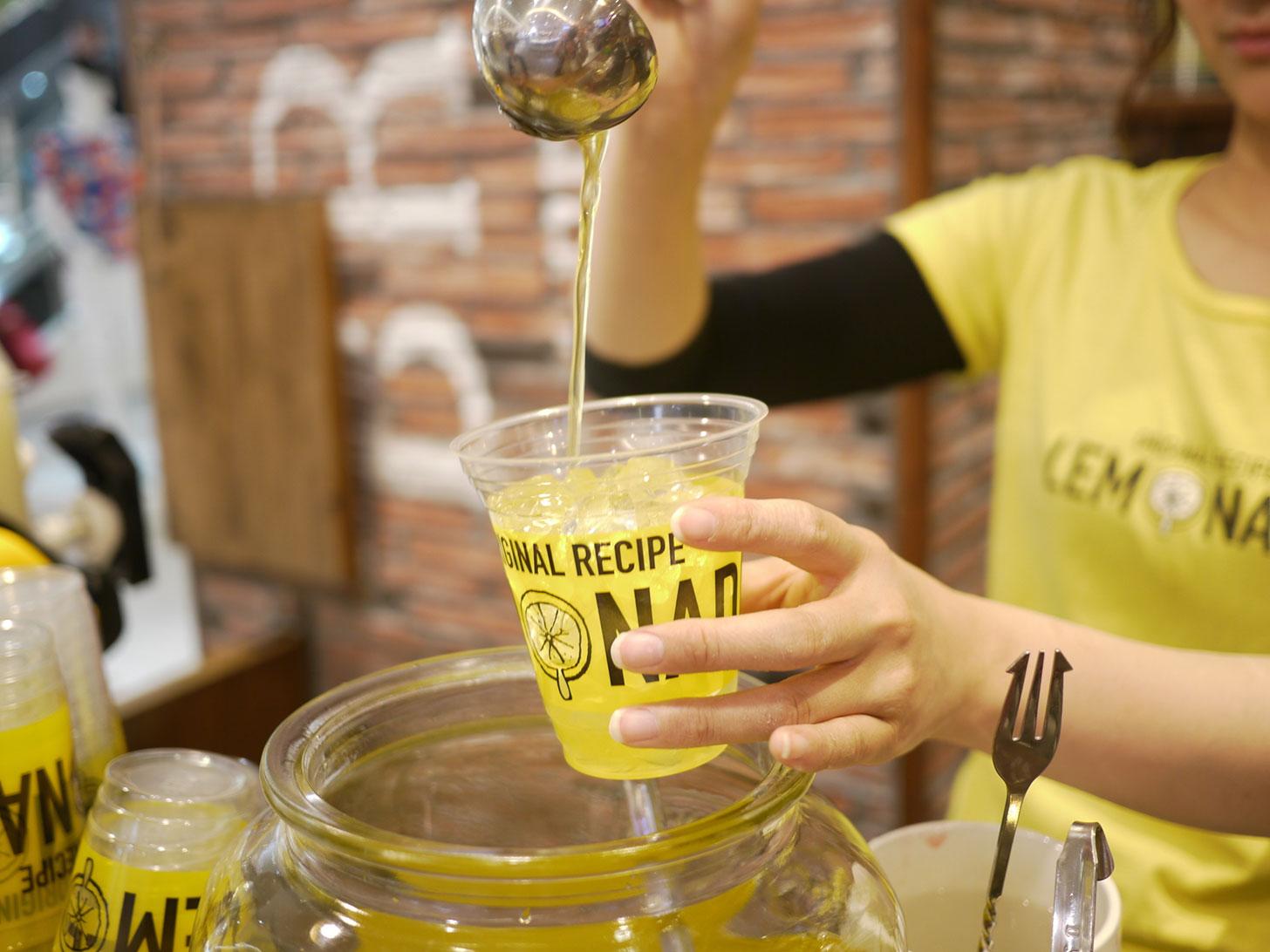 レモネードbyレモニカが横浜に上陸!人気はレモン1個半使ったサンサンレモネード