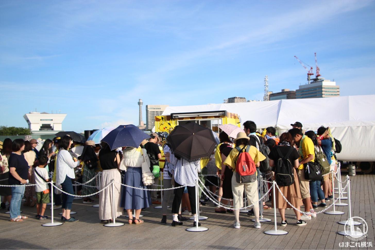 横浜赤レンガ倉庫 キッチンカー ポケモンカフェ行列