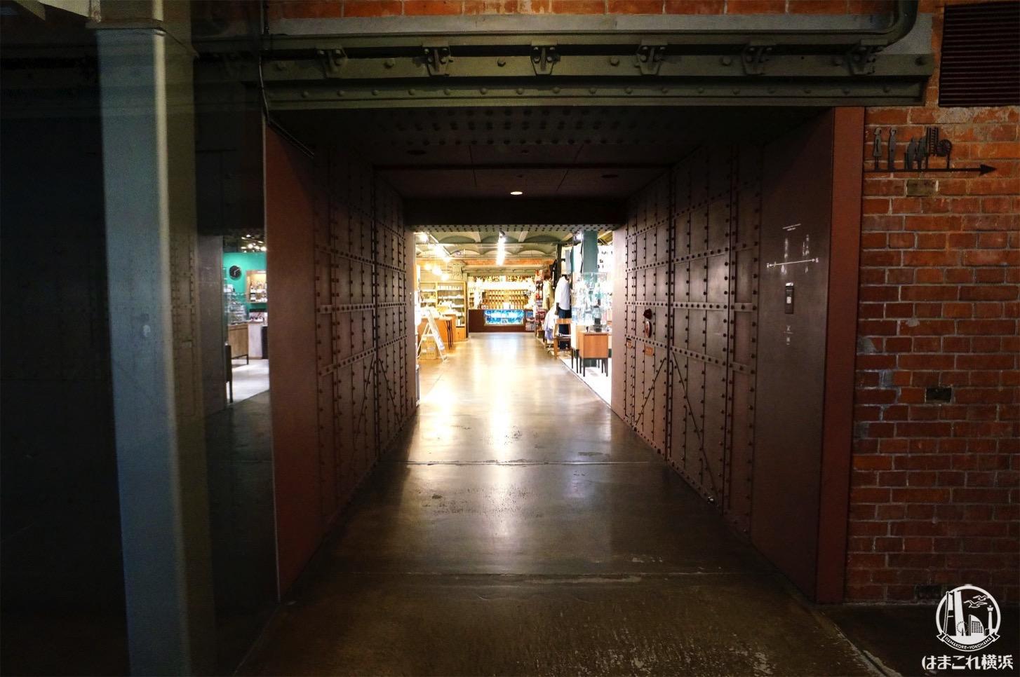 横浜赤レンガ倉庫 館内倉庫の面影