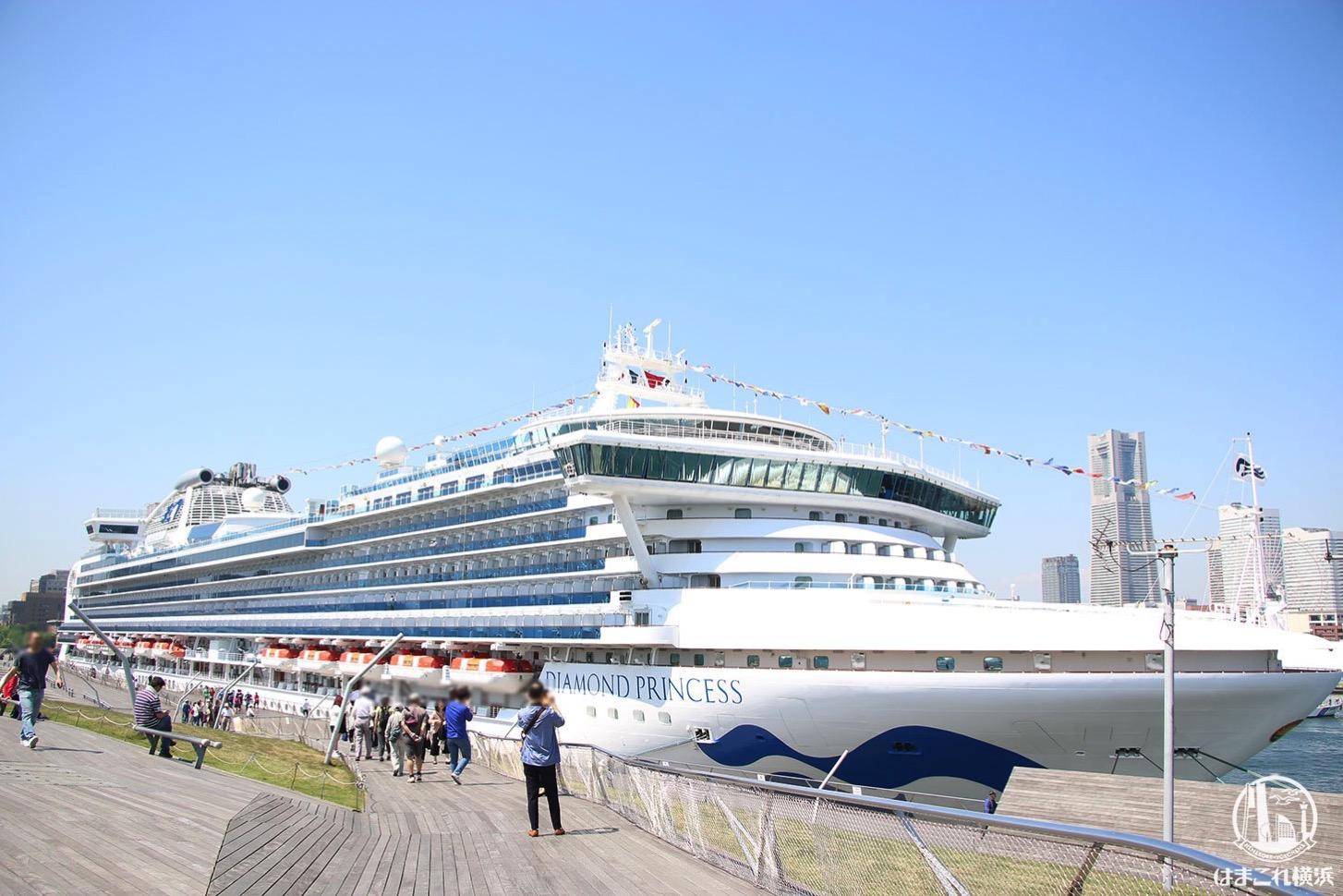大さん橋から見る大型客船