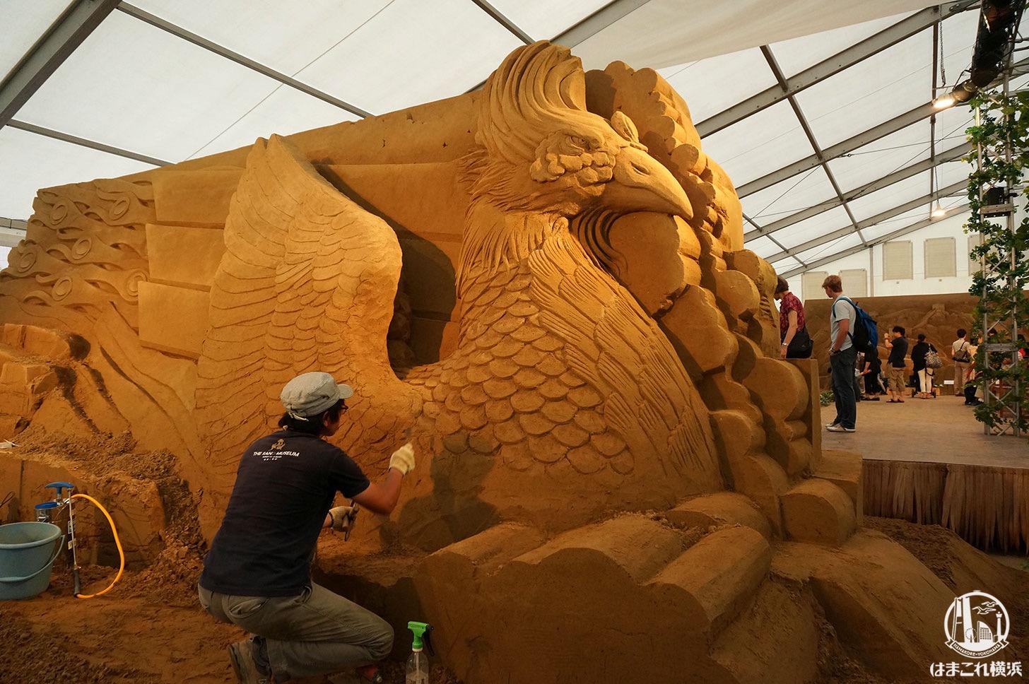 ヨコハマ砂の美術館 砂の彫刻 作業の様子