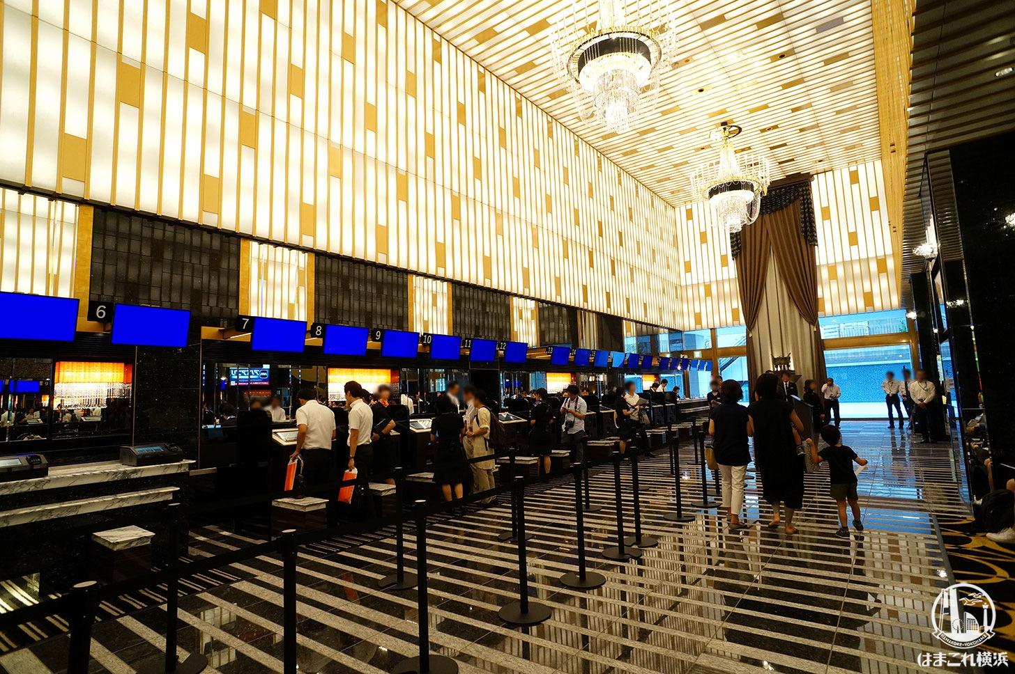 アパホテル&リゾート 横浜ベイタワー フロントロビー