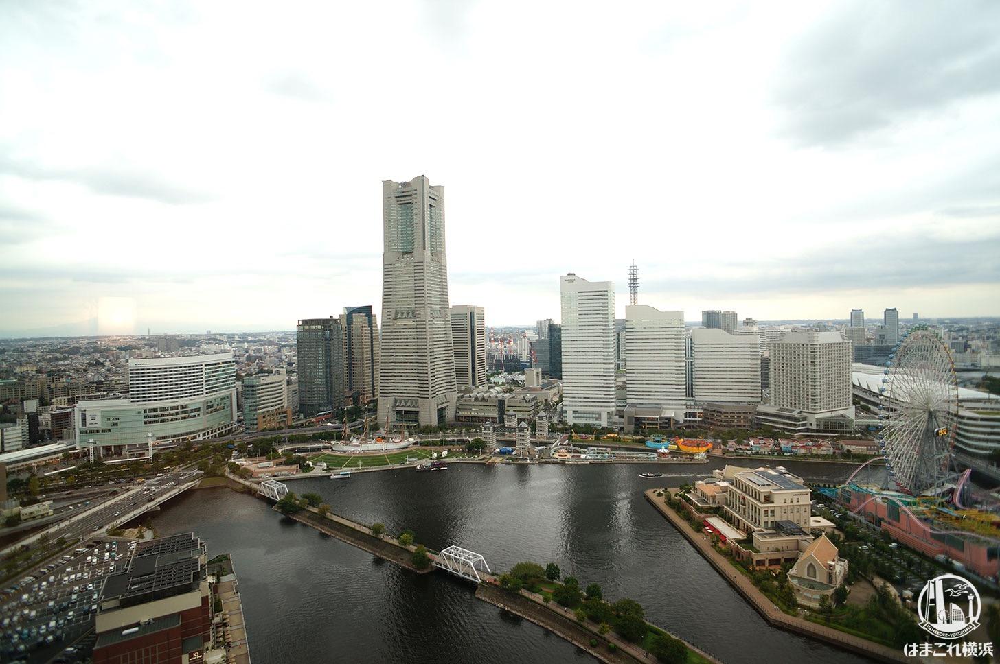アパホテル&リゾート 横浜ベイタワー「スタンダードツイン」から見たみなとみらいの景色
