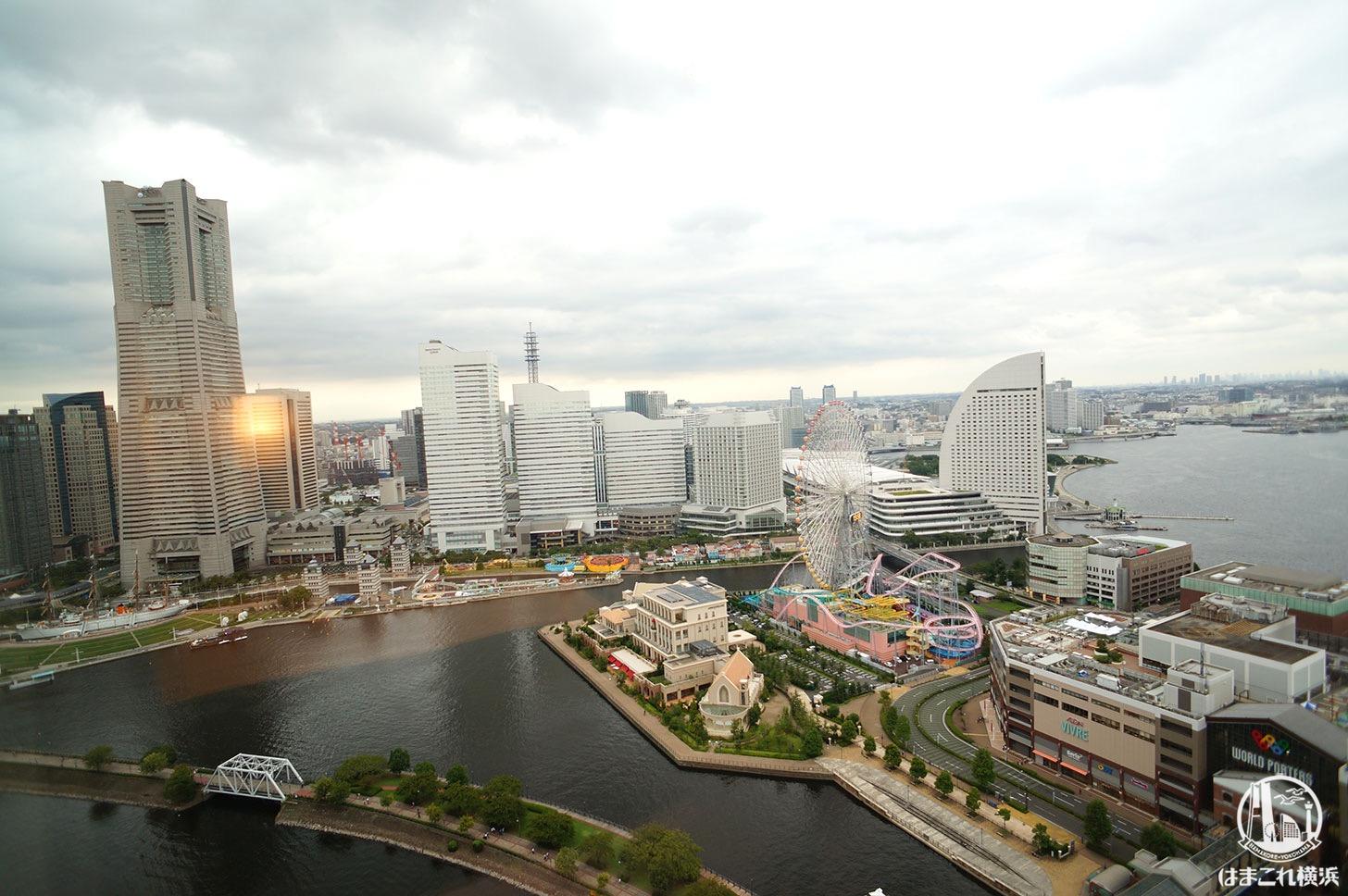 アパホテル&リゾート 横浜ベイタワー「コーナーツインルーム(みなとみらい側)」から見たみなとみらいの景色