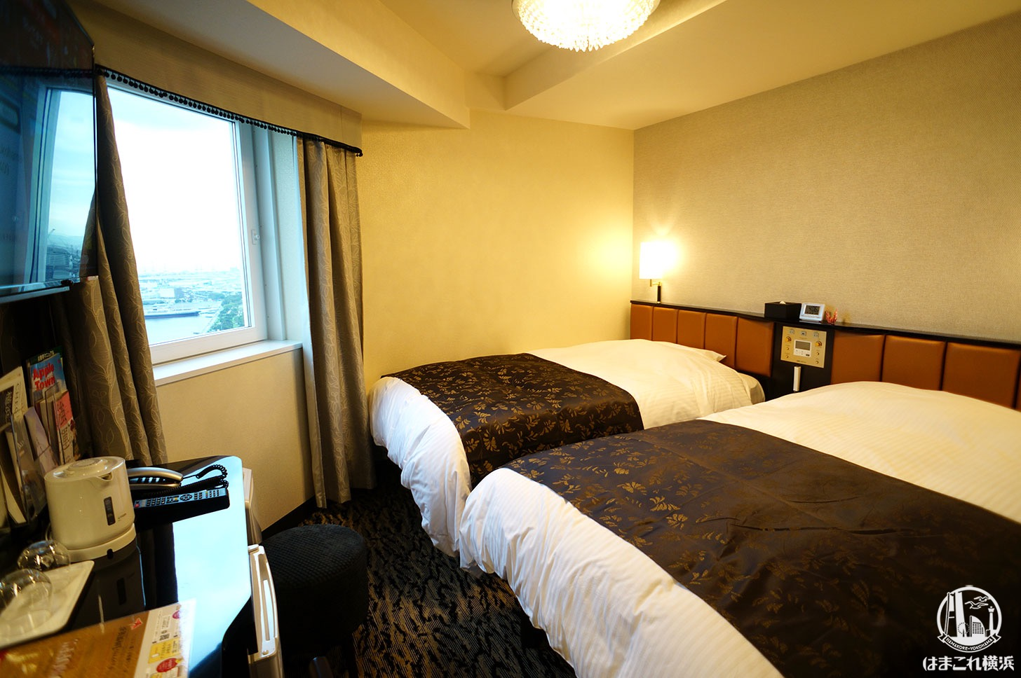 アパホテル&リゾート 横浜ベイタワー「コーナーツインルーム(ベイブリッジ側)」