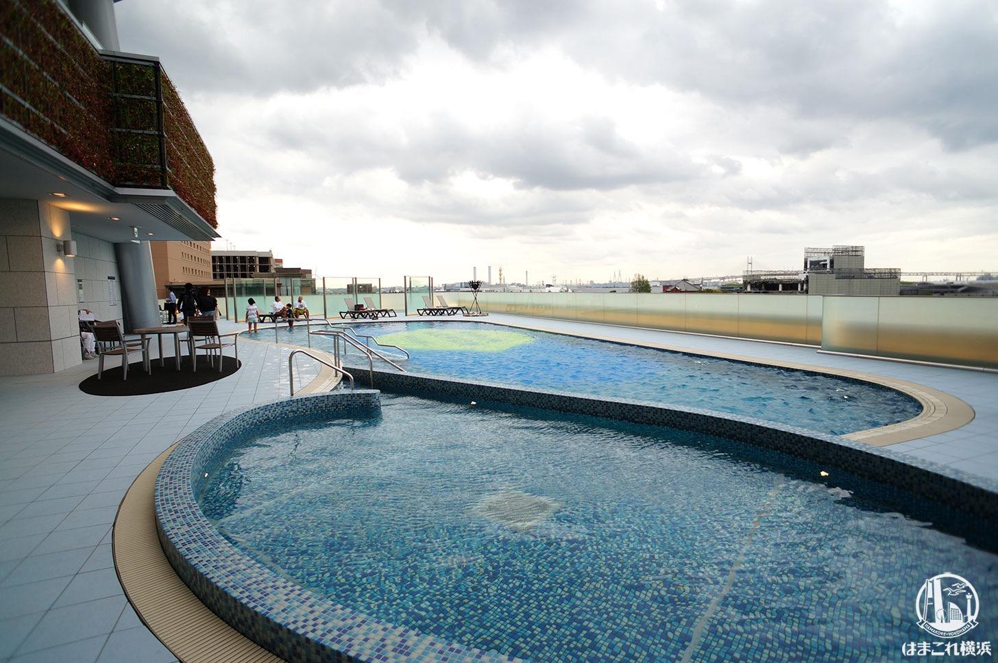 アパホテル&リゾート 横浜ベイタワー 屋外プール
